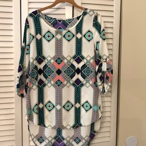 Tunic.  Shorter in front.  Can't find size.